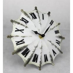 Reloj paraguas blanco y negro