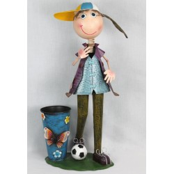 Niña con gorra y balón