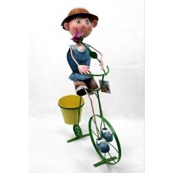 Macetero niño en bicicleta