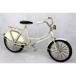 Bicicleta blanca antigua