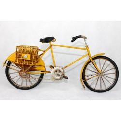 Bicicleta amarilla antigua